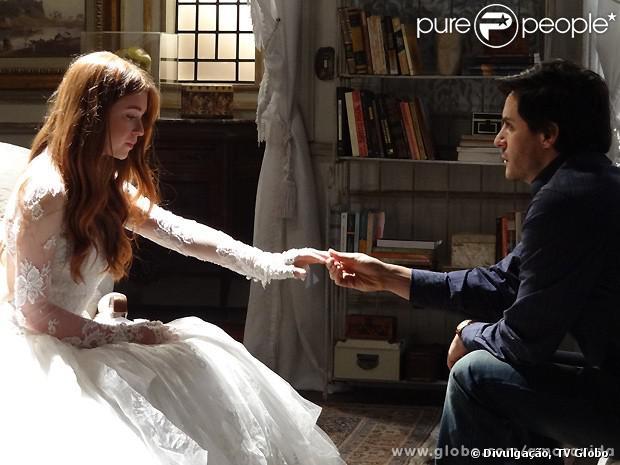 Incorporada em médiu, Nicole (Marina Ruy Barbosa) pede a Thales (Ricardo Tozzi) que publique o romance que escreveu para ela, em 'Amor à Vida', em 14 de outubro de 2013