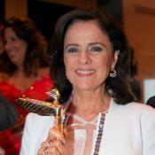 Marieta Severo é homenageada e Letícia Sabatella solta a voz em premiação