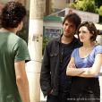 Bento (Marco Pigossi) não gostou quando ficou sabendo que Giane (Isabelle Drummond) e Fabinho (Humberto Carrão) estão namorando, em 'Sangue Bom'