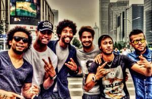 Neymar passeia na China com Alexandre Pato e jogadores da Seleção Brasileira
