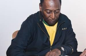 Livro de Pelé com foto histórica autografada vai custar R$ 5,5 mil