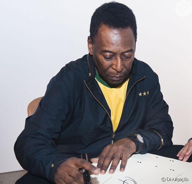 Rei do futebol, Pelé lançou, nesta quarta-feira 16 de outubro de 2013, o livro '1283'