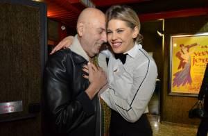 Bárbara Paz ganha bolo de aniversário após receber famosos em estreia de peça