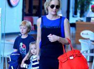 Angélica leva os filhos Eva e Benício, de 3 e 8 anos, a cinema de shopping