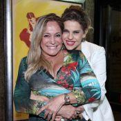 Bárbara Paz ganha anel de presente de Susana Vieira em estreia teatral