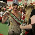 Christiane Torloni recebeu sua faixa de rainha de bateria da escola de samba Acadêmicos do Grande Rio na quadra da agremiação