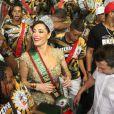Christiane Torloni ficou à vontade entre os ritmistas da escola de samba Acadêmicos do Grande Rio