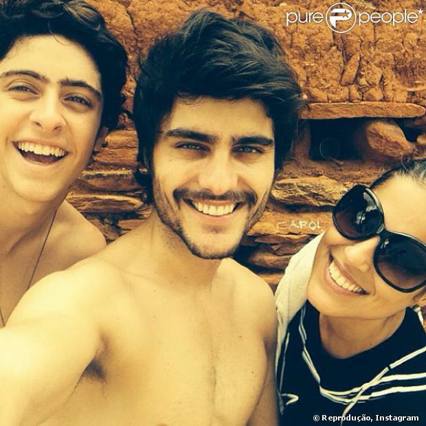 Camilla Camargo aparece ao lado de Guilherme Leicam e Eike Duarte em Goiás nas gravações de 'Em Família', em 22 de outubro de 2013