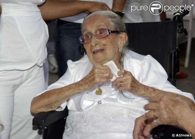 Dona Canô morre aos 105 anos, na Bahia, em 25 de dezembro de 2012
