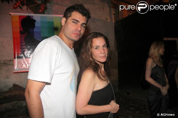 Thiago Lacerda será pai pela terceira vez. A mulher do ator, a atriz Vanessa Lóes, está grávida de quase dois meses, segundo nota dicugada pela coluna 'Retratos da Vida' em 26 de outubro de 2013