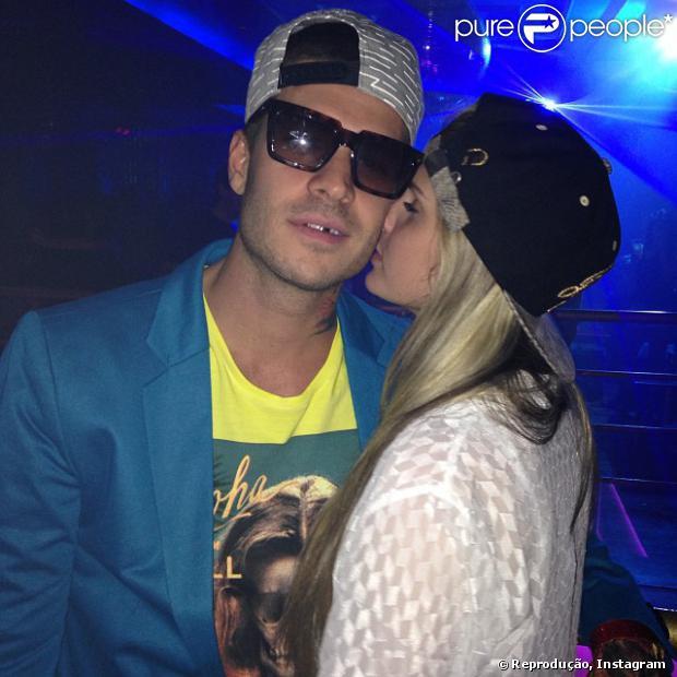 Bárbara Evans e Mateus Verdelho anunciam fim de namoro no Twitter, na noite desta segunda-feira, 28 de outubro de 2013, após três meses juntos