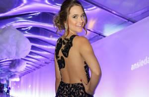 Juliana Paiva exibe as curvas em vestido justo em festa de 'Além do Horizonte'