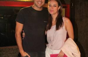 Paolla Oliveira vai ao teatro com o marido, Joaquim Lopes, no Rio de Janeiro