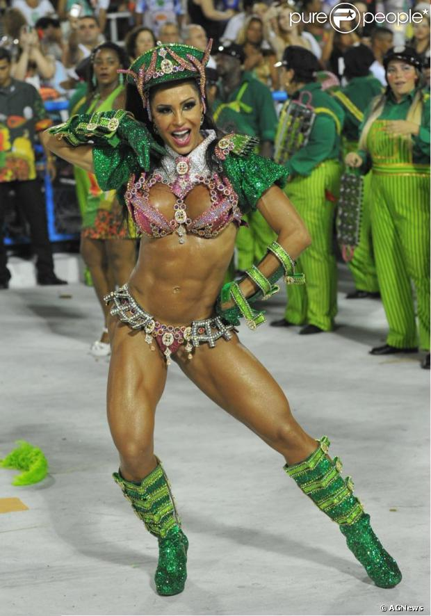 Gracyanne Barbosa estará de volta à Mangueira no Carnaval do ano que vem, noticiou o jornal 'Extra' desta terça-feira (05 de novembro de 2013)