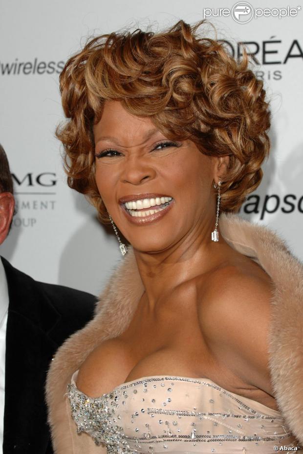 A cantora Whitney Houston foi assassinada, segundo informações de um jornal americano desta quarta-feira, 26 de dezembro de 2012