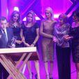 Mariana Ximenes, Glória Menezes e Gloria Pires homenagearam Tony Ramos no Prêmio Extra de Televisão, no Rio de Janeiro, nesta terça-feira, 12 de novembro de 2013