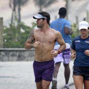 Juliano Cazarré corre sem camisa na orla do Rio: 'Não sei viver sem esporte'