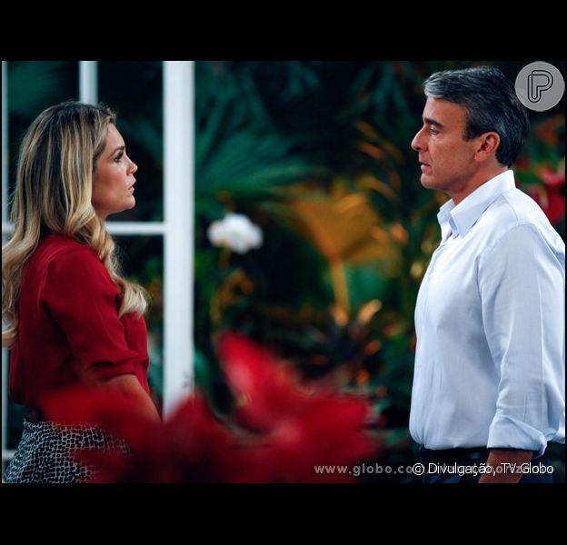 Heloísa (Flávia Alessandra) e Thomaz (Alexandre Borges) têm uma recaída e se beijam, em 'Além do Horizonte', em 28 de novembro de 2013