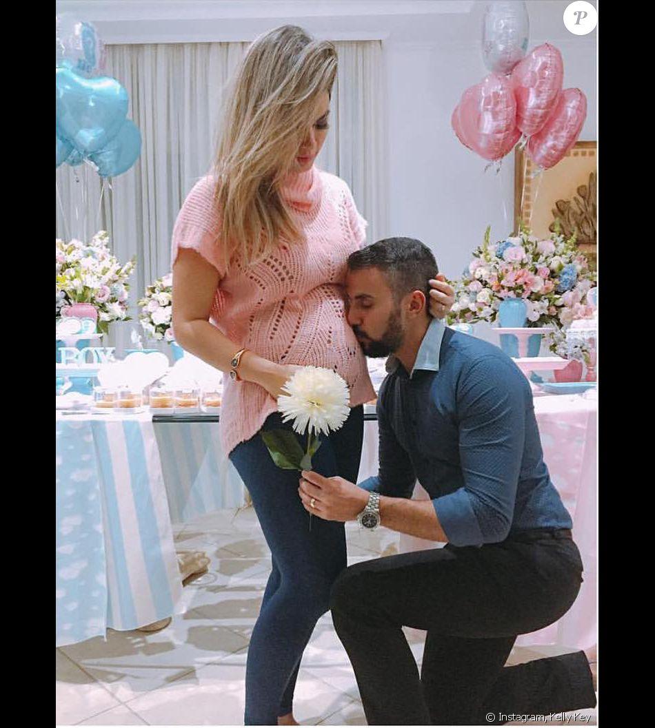 Kelly Key afirma que relação com marido, Mico Freitas, melhorou na gravidez em entrevista ao Gshow nesta terça-feira, dia 09 de agosto de 2016