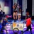 Agosto de 2009 - A cantora faz uma apresentação de pole dance na premiação 'Teen Choice Awards' que chocou a todos ao se esfregar no poste cantando o hit 'Party In The EUA'. Na época, Bily Ray Cyrus, pai da artista, falou que ela só gosta de 'entreter as pessoas'