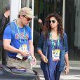 Matthew McConaughey optou por uma blusa com a sigla dos Estados Unidos para assistir aos jogos olímpicos