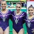 Daniele Hypolito posa com Jade Barbosa, Rebeca Andrade e Lorrane dos Santos Oliveira, a equipe de ginástica artística feminina brasileira que competiu na Olimpíada Rio 2016