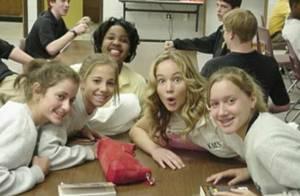 Amiga de Jennifer Lawrence publica foto divertida aos 14 anos: 'Ela é real!'