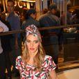Fernanda Lima  escolheu um look exótico, com mix de estampas, para circular pelo local, nesta quarta-feira, 27 de novembro de 2013