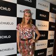 Fernanda Lima posa com seu look colorido, em São Paulo, nesta quarta-feira, 27 de novembro de 2013