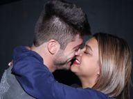 Preta Gil troca beijos e carícias com namorado durante show em boate, no Rio