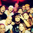 Caio Castro e Carolina Caetano Bianchi aparecem curtindo festa com amigos