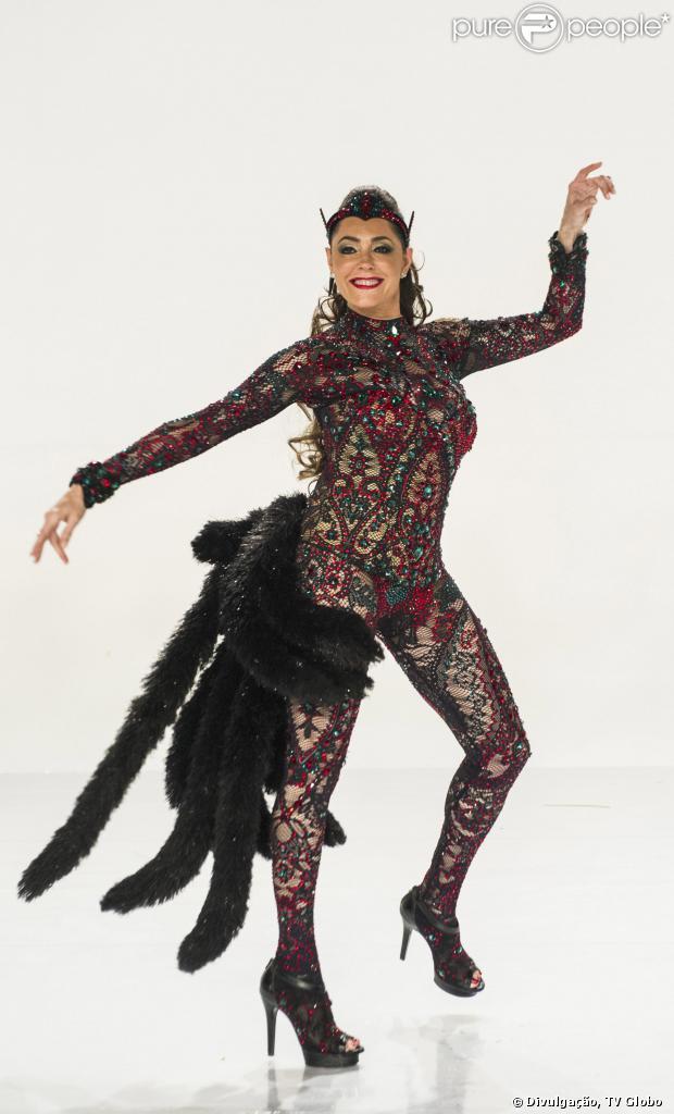Christiane Torloni é a rainha de bateria da Grande Rio no Carnaval 2014, em 29 de novembro de 2013