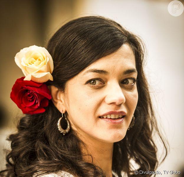 Gaia (Ana Cecília Costa), a primeira mulher de Toni (Thiago Lacerda) havia sido dada como morta, mas reparece e garante a Hilda (Luiza Valdetaro) que vai lutar por ele, em 'Joia Rara', em 9 de dezembro de 2013