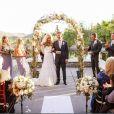 Paul Walker aparece logo ao lado dos noivos