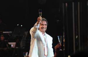Roberto Carlos vai passar o Réveillon em seu apartamento, em Miami, nos EUA