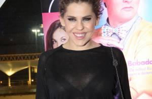 Bárbara Paz posa sensual para ensaio inspirado na cantora Madonna dos anos 80