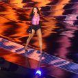 Incansável, Ivete Sangalo exibiu as pernas saradas com um look curtinho e não perdeu o fôlego durante o show