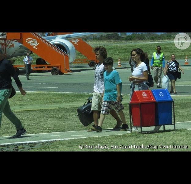 Pedro Bial desembarca em Fernando de Noronha com os filhos Ana, José Pedro e Theo, em 15 de dezembro de 2013