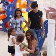 Paula Morais levou para se divertir na praia do Leblon, Zona Sul do Rio de Janeiro, nesta terça-feira, 17 de dezembro de 2013, as filhas de Ronaldo, Maria Sophia, de 4 anos, e Maria Alice, de 3