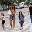 Paula Morais levou para se divertir na orla do Leblon, Zona Sul do Rio de Janeiro, nesta terça-feira, 17 de dezembro de 2013, as filhas de Ronaldo, Maria Sophia, de 4 anos, e Maria Alice, de 3