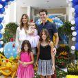 Rodrigo Faro falou que as três filhas se dão muito bem: 'As irmãzinhas amam brincar com ela, é a boneca delas', em 19 de dezembro de 2013