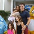 Rodrigo Faro posa com a família, em 19 de dezembro de 2013