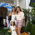 Luciana Cardoso, esposa de Faustão, e Mariana Kupfer marcaram presença na festa de 1 ano de Helena, filha do apresentador Rodrigo Faro, em 19 de dezembro de 2013