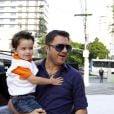 Maurício Manieri levou o filho ao aniversário de 1 ano de Helena, filha de Rodrigo Faro, nesta quinta-feira, 19 de dezembro de 2013, em São Paulo