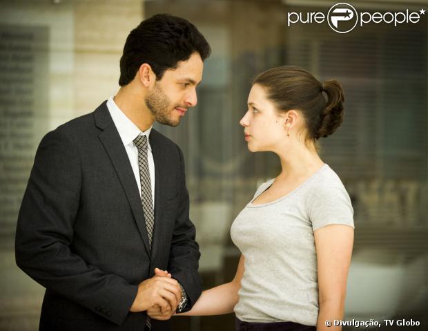 'Amor à Vida': Rafael (Rainer Cadete) vai ser preso após dar um beijo em Linda (Bruna Linzmeyere). A informação é do jornal 'Extra' de 22 de dezembro de 2013