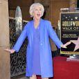 Helen Mirren foi homenageada com uma estrela na Calçada da Fama de Hollywood, em Los Angeles, Estados Unidos, em 3 de janeiro de 2013