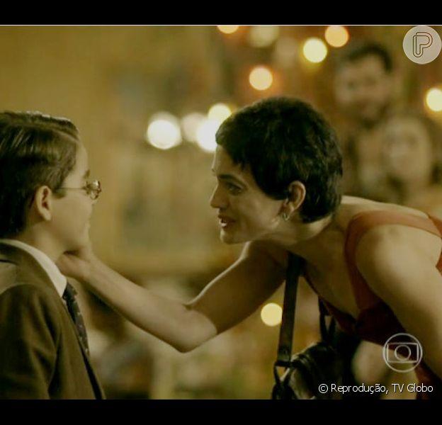 Iolanda (Carolinda Dieckmann) descobre que Tavinho (Xande Valois) é filho de Gaia (Ana Cecília Costa) e Toni (Thiago Lacerda), em 'Joia Rara', em 1º de janeiro de 2014
