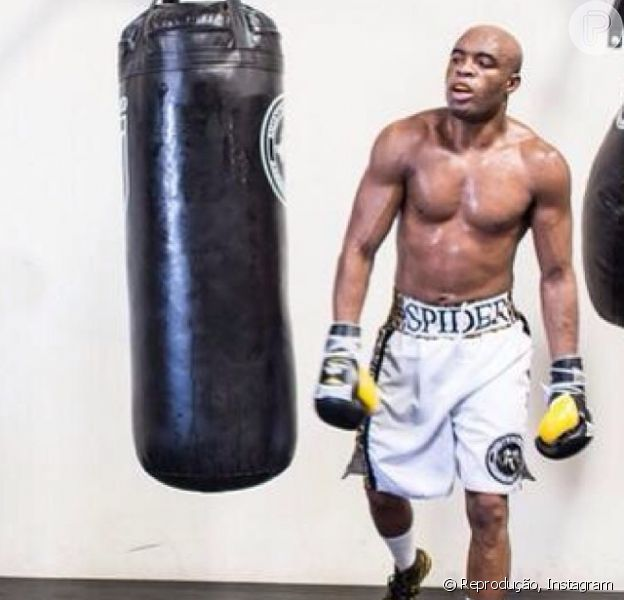 Anderson Silva está na reta final de sua preparação para enfrentar Chris Weidman. Kalyl Silva, filho do lutador, publicou uma foto do treino do pai, em 26 de dezembro de 2013