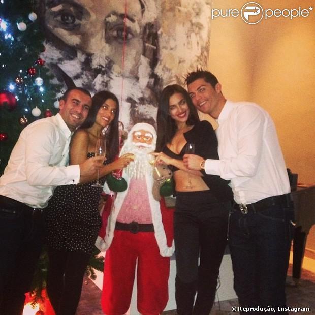 Modelo Irina Shayk publica foto do Ano-Novo ao lado do namorado, o jogador do Real Madrid, Cristiano Ronaldo, e de um casal de amigos, nesta terça-feira, 31 de dezembro de 2013
