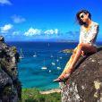 Thaila Ayala posa no cenário paradisíaco de St Barth durante a viagem